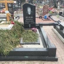 Захоронение гроба в ограду родственной могилы
